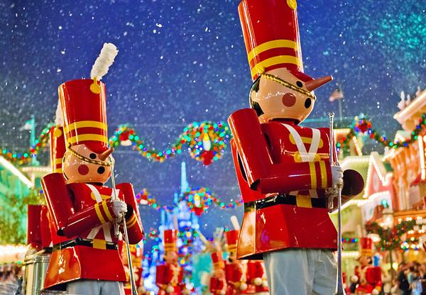 "Anyone else wishing it were Christmas-time again?<br /> <br /> Ultimate Walt Disney World Christmas Guide:  <a href=""http://www.disneytouristblog.com/disney-world-christmas-ultimate-guide/"">http://www.disneytouristblog.com/disney-world-christmas-ultimate-guide/</a>"