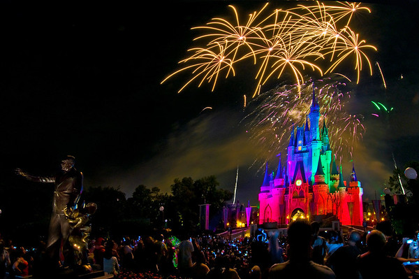 """101 Great Tips for Walt Disney World, including the best places to view and photograph fireworks! <a href=""""http://www.disneytouristblog.com/101-disney-world-best-tips/"""">http://www.disneytouristblog.com/101-disney-world-best-tips/</a>"""