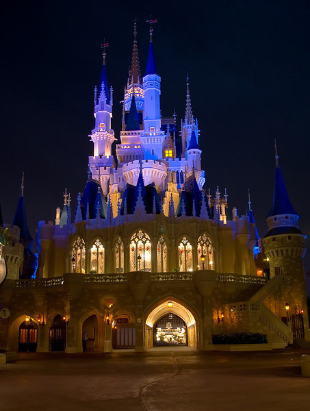 Ladies and gentlemen, it's the amazing, astounding...BACKSIDE OF CASTLE! <br /> <br /> What...wrong attraction?