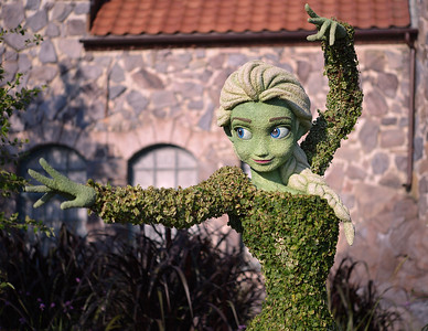 Queen Elsa of Arendale Topiary