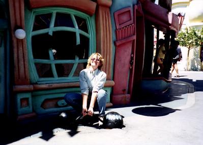 Finche_P_0865EllenWeightsToontown_1995Aug_