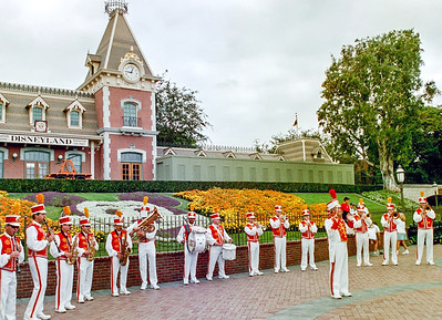 DisneylandBand_Railroad_twksskynik