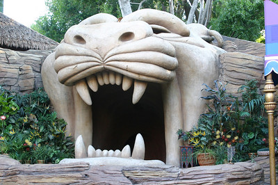 Tiger\'s mouth in the Aladdin storytelling area (used to be Tahitian Terrace).