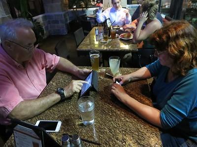 IMG_7262RestaurantPaulLindaCellPhones