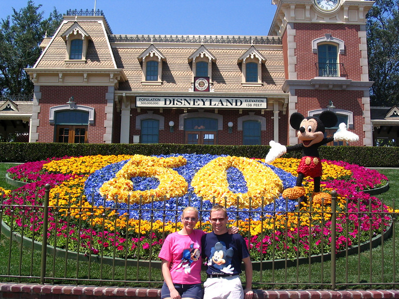 There we are at the entrance to Disneyland... as it was the park's 50th Anniversary just a few days after we got there, there were lots of great festivities & celebrations going on... perfect timing! :-)