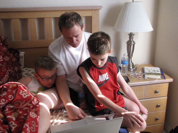 There's Shawn hanging with our Nephews, showing them videos & pictures from our website of all of our Travels... he's definitely got them very intrigued early in life to want to travel the World! :-)