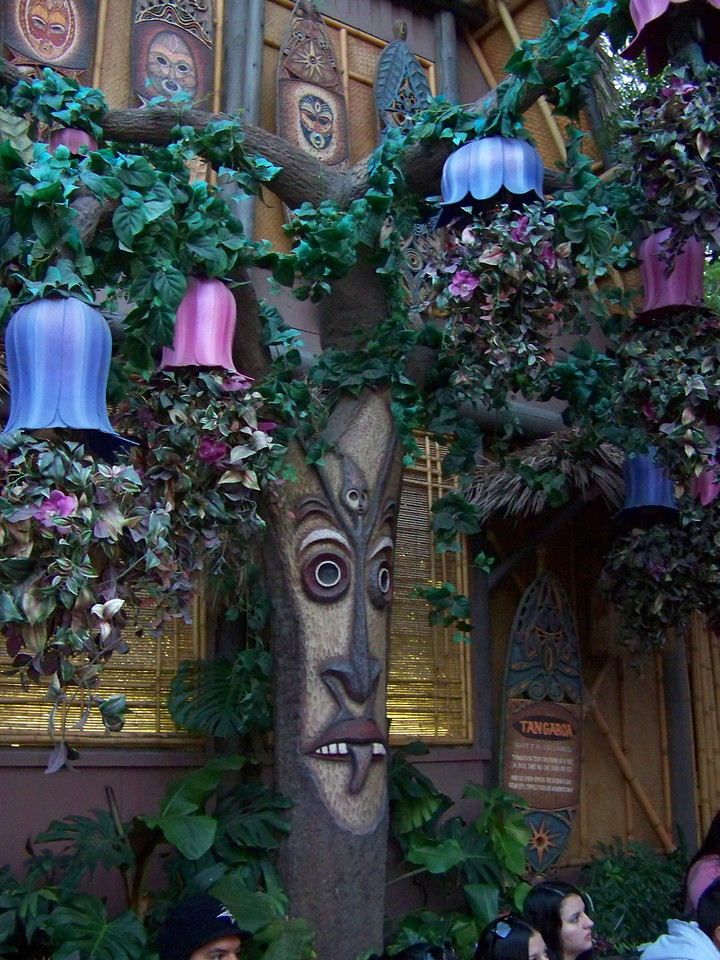 Disneyland - Walt Disney's Enchanted Tiki Room