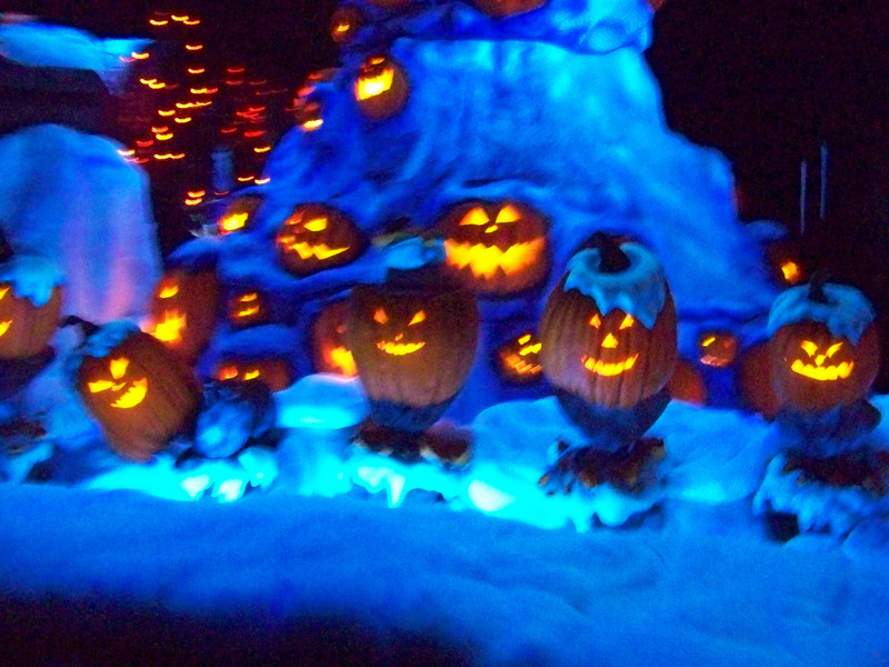 Disneyland - Haunted Mansion Holiday