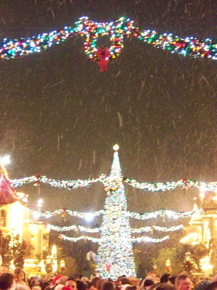 Disneyland - Christmas snow on Main Street