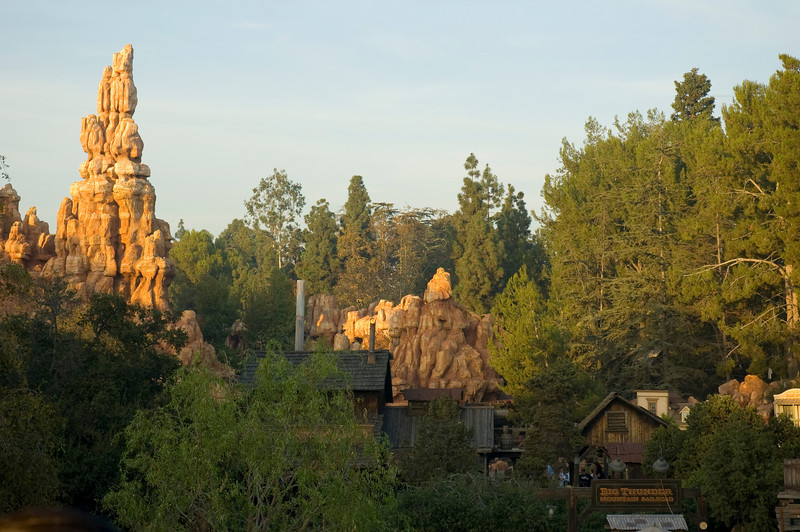2005-11-14 - Disneyland - 002 - Disneyland Birthday 2005 - DSC_1392 - Big Thunder Mountain