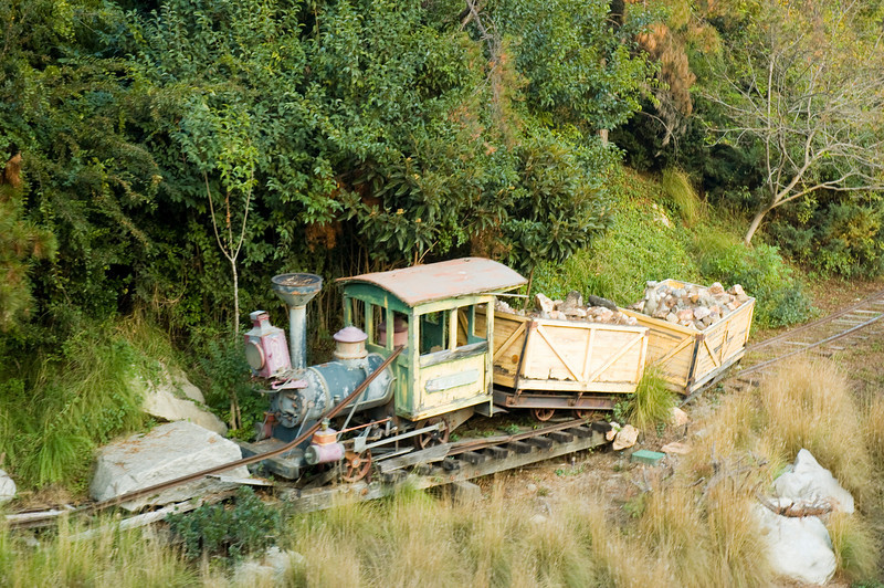 2005-11-14 - Disneyland - 019 - Disneyland Birthday - Abandoned Train - DSC_1411