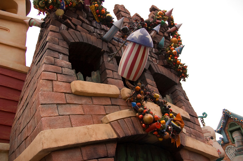 2006-11-22 - Disneyland Birthday - Toontown Fireworks Factory - 163 - DSC_4738