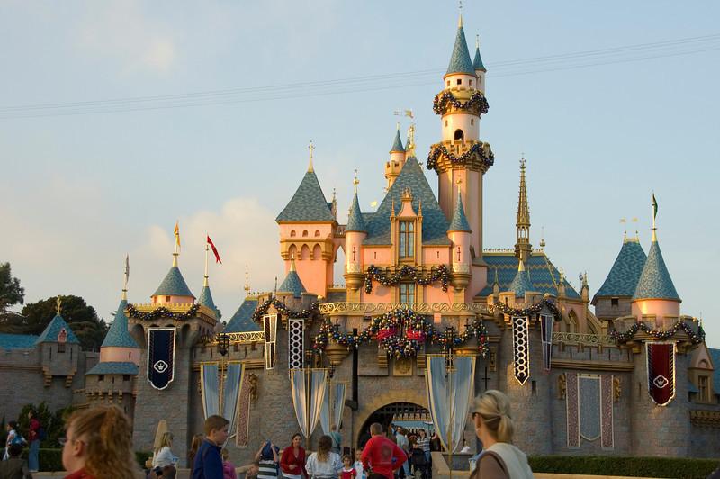 2006-11-14 - Disneyland Birthday - Sleeping Beauty's Castle (Holiday) - 117 - DSC_4648