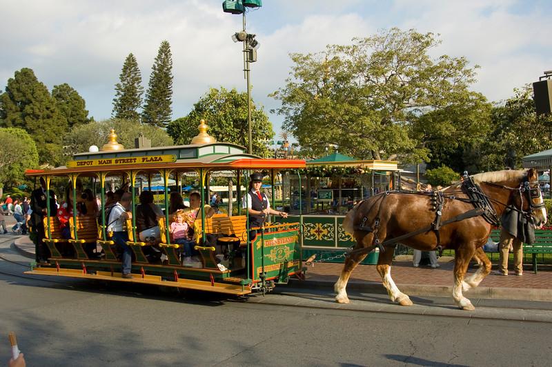 2006-11-14 - Disneyland Birthday - Horse drawn streetcar - 073 - DSC_4601