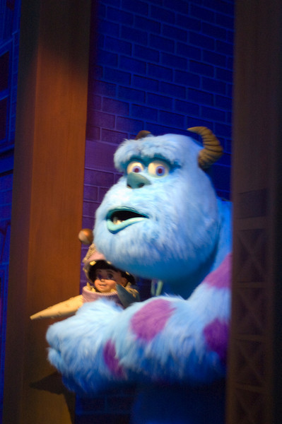 2007-11-14 - 204 - Disneyland Birthday - Monsters Inc (Sulley & Boo) - _DSC9235