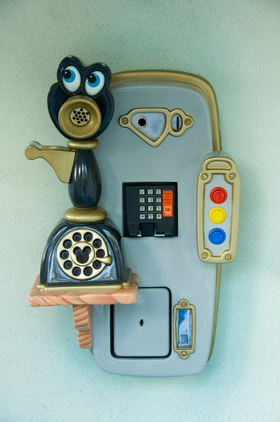 2007-11-14 - 167 - Disneyland Birthday - Toontown (Telephone) - _DSC9199