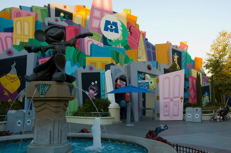 2007-11-14 - 196 - Disneyland Birthday - Monsters Inc with Mickey's Fountain - _DSC9228