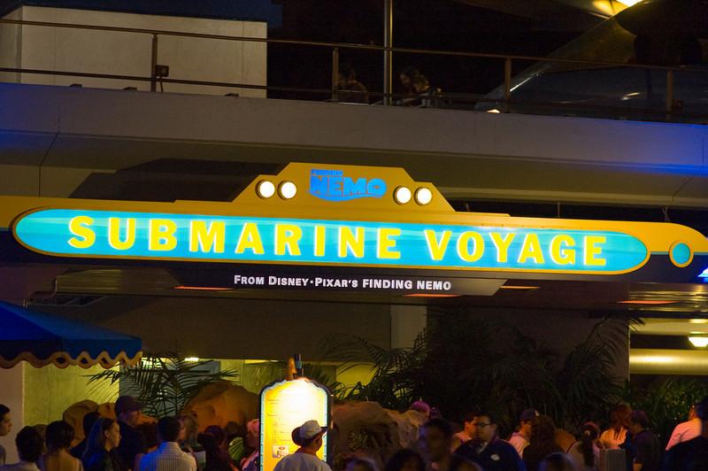 2007-11-14 - 250 - Disneyland Birthday - Nemo Submarine Voyage (Entrance) -_DSC9289