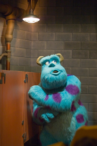 2007-11-14 - 215 - Disneyland Birthday - Monsters Inc (Waiting for Boo) - _DSC9250