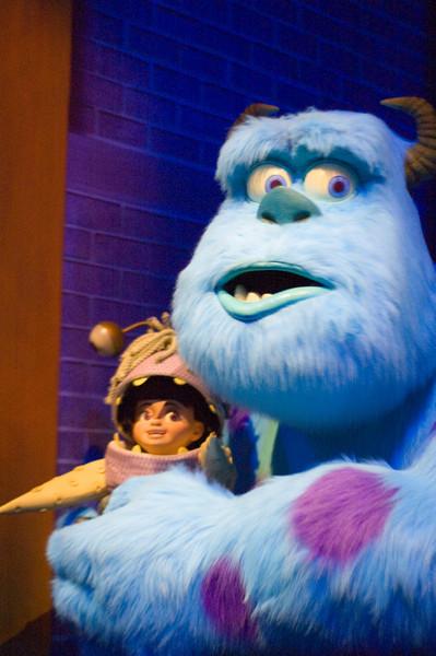2007-11-14 - 202 - Disneyland Birthday - Monsters Inc (Sulley & Boo) - _DSC9237