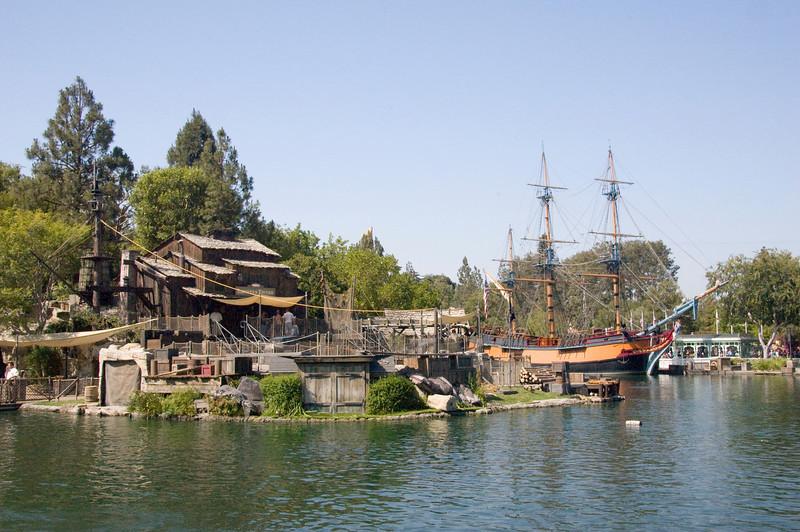 2007-06-13 - Disneyland - Nemo Opening Week - 055 - DSC_7093