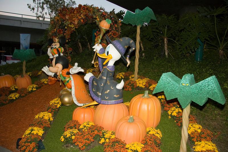 2007-10-07 - 001 - Disneyland Halloween - _DSC8746-2