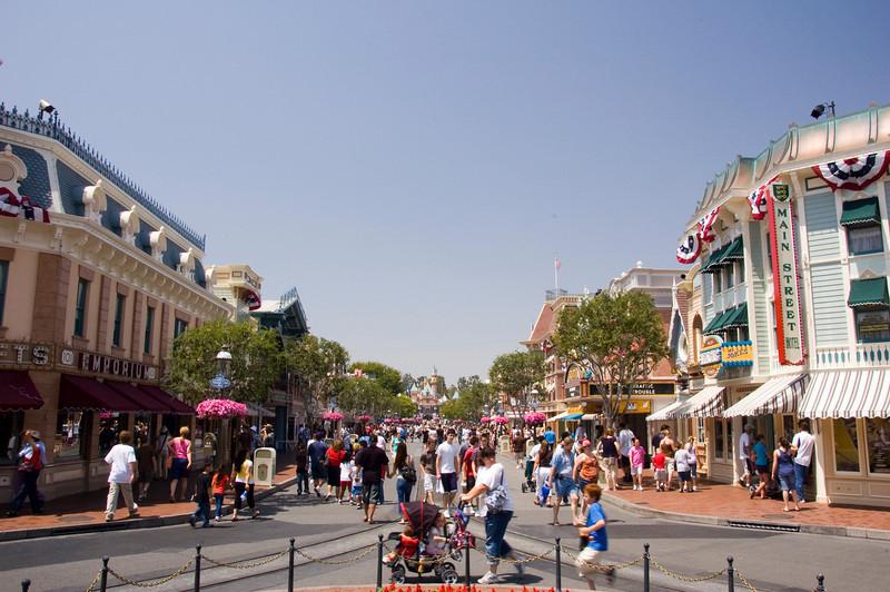 2007-06-13 - Disneyland - Nemo Opening Week - 049 - DSC_7087
