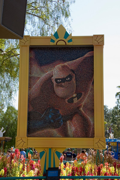 2006-04-18 - 023 - Disneyland - 50th Anniversary Mosaic (The Incredibles) - DSC_0522