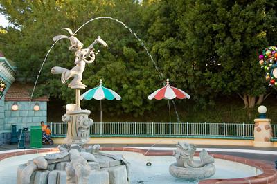 2007-11-14 - 159 - Disneyland Birthday - Toontown (Roger's Fountain) - _DSC9191