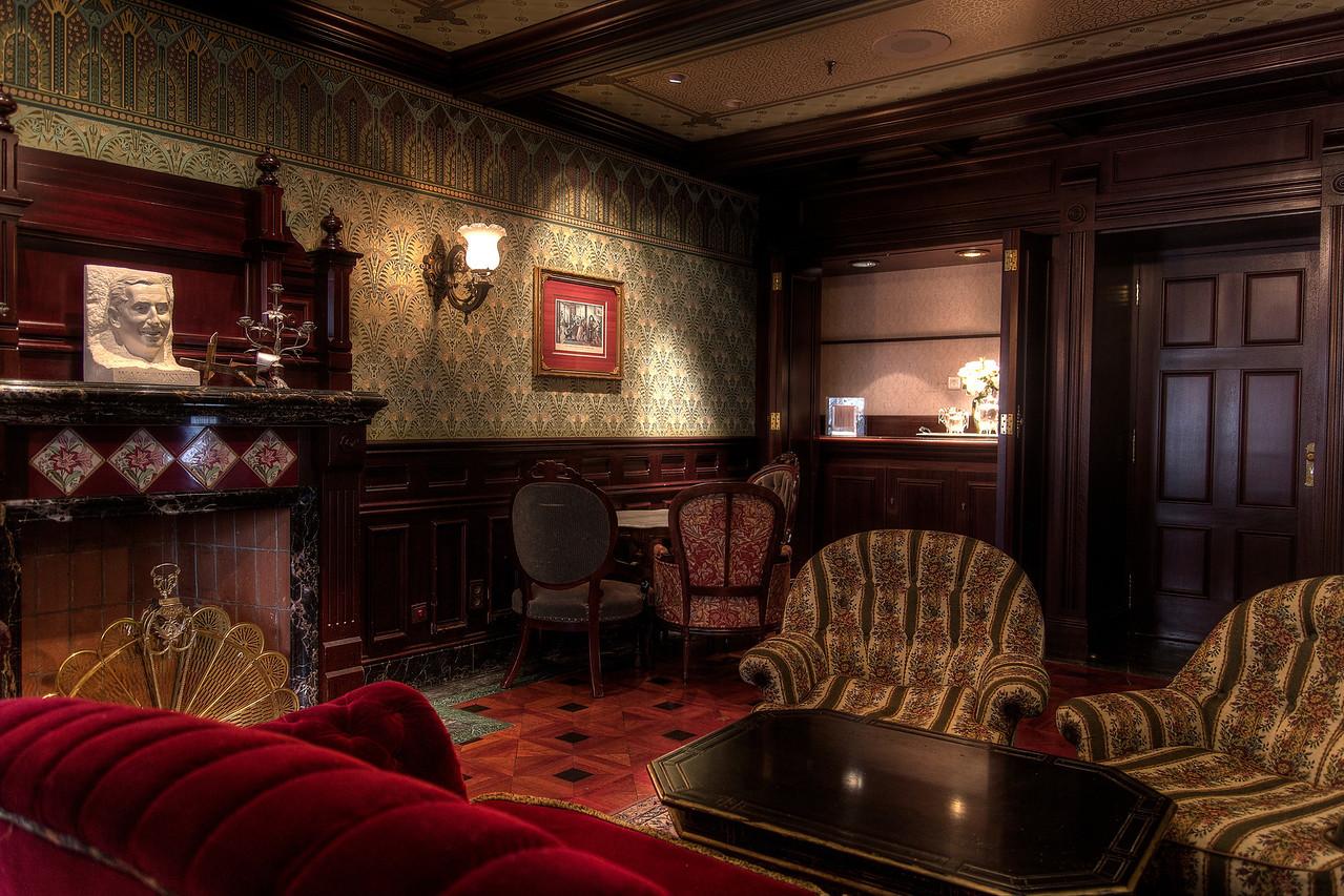 Inside the Café Mickey (Arthur)