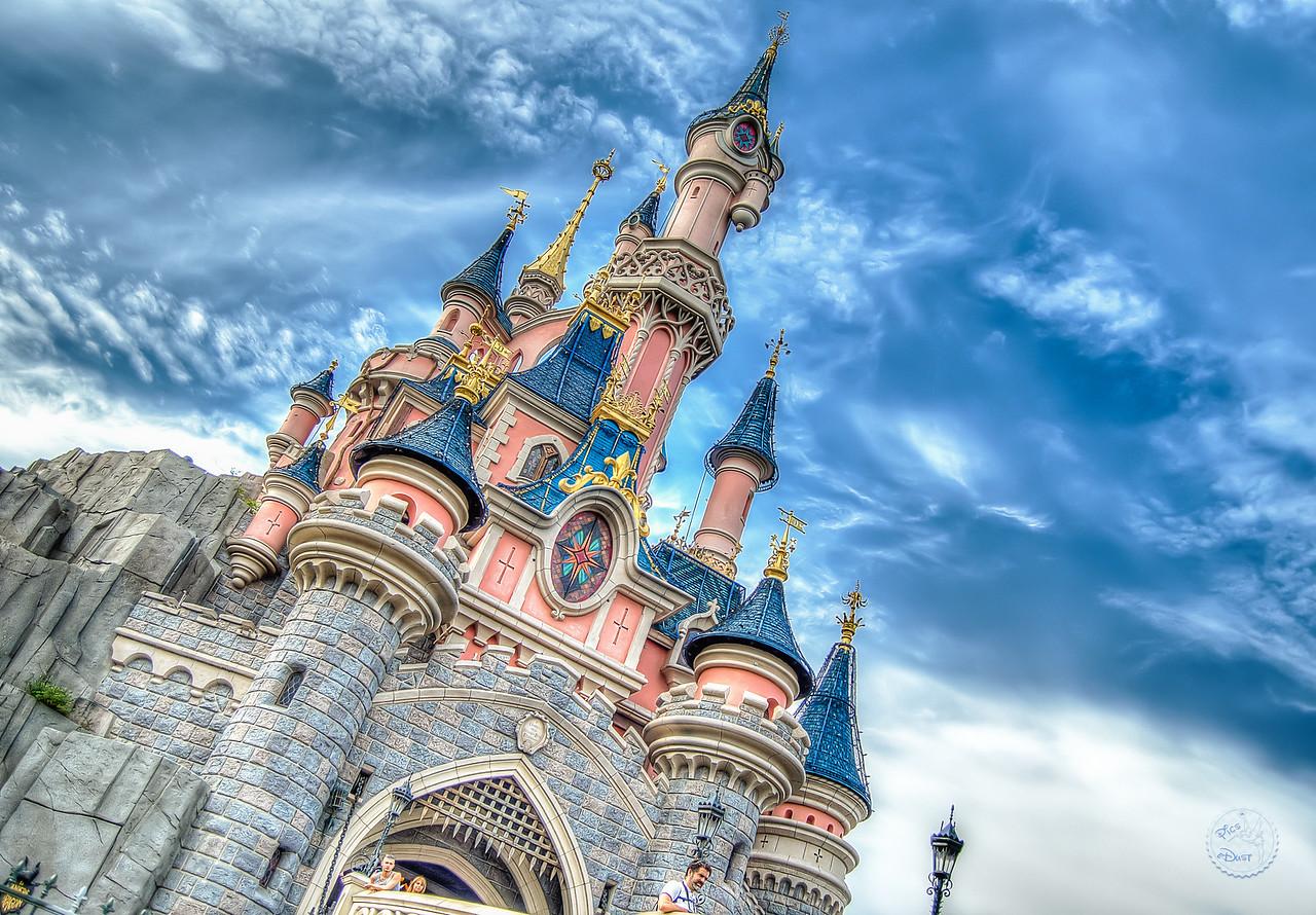 Le Chateau sous un ciel bleu