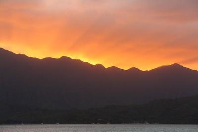 Last sunset of 2019 over Kaneohe Bay.  © 2019 Kenneth R. Sheide