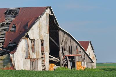 Dilapidated barn near Hume, IL. © 2018 Kenneth R. Sheide