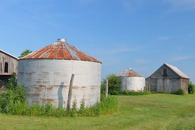 Old silos near Hume, IL. © 2018 Kenneth R. Sheide