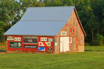 Advertising sign barn near Terre Haute, IN. © 2018 Kenneth R. Sheide