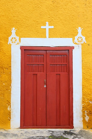Door at entrance to San Antonio de Padua Convent. Izamal, Yucatan, Mexico. © 2018 Kenneth R. Sheide
