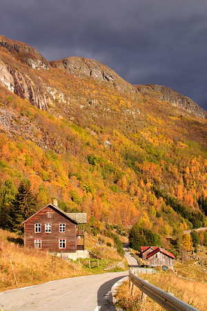 Homes along the pass road above Lærdalsøyri, Norway. © 2004 Kenneth R. Sheide