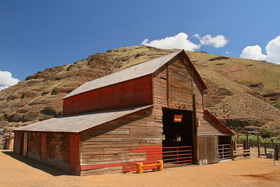 Murtha Cow Camp barn, Cottonwood Canyon State Park, OR. © 2014 Kenneth R. Sheide