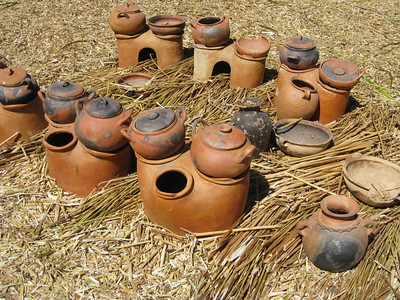 Ceramic cooking vessels used by people on Uros man-made islands, Lake Titicaca, Peru. © 2012 Kenneth R. Sheide
