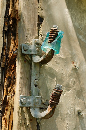Old power connectors and broken insulator on Cushman house. Mockhorn Island, VA. © 2020 Kenneth R. Sheide