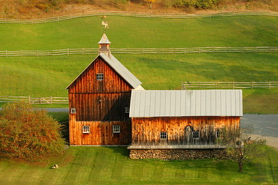 The barns and back pastures at Sleepy Hollow Farm, Woodstock, VT. © 2007 Kenneth R. Sheide