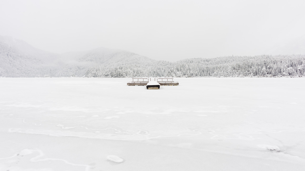 winter at lake eibsee