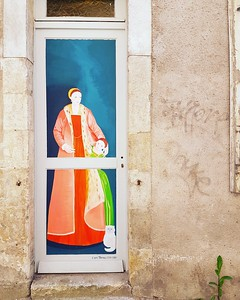 Une Dame à la porte