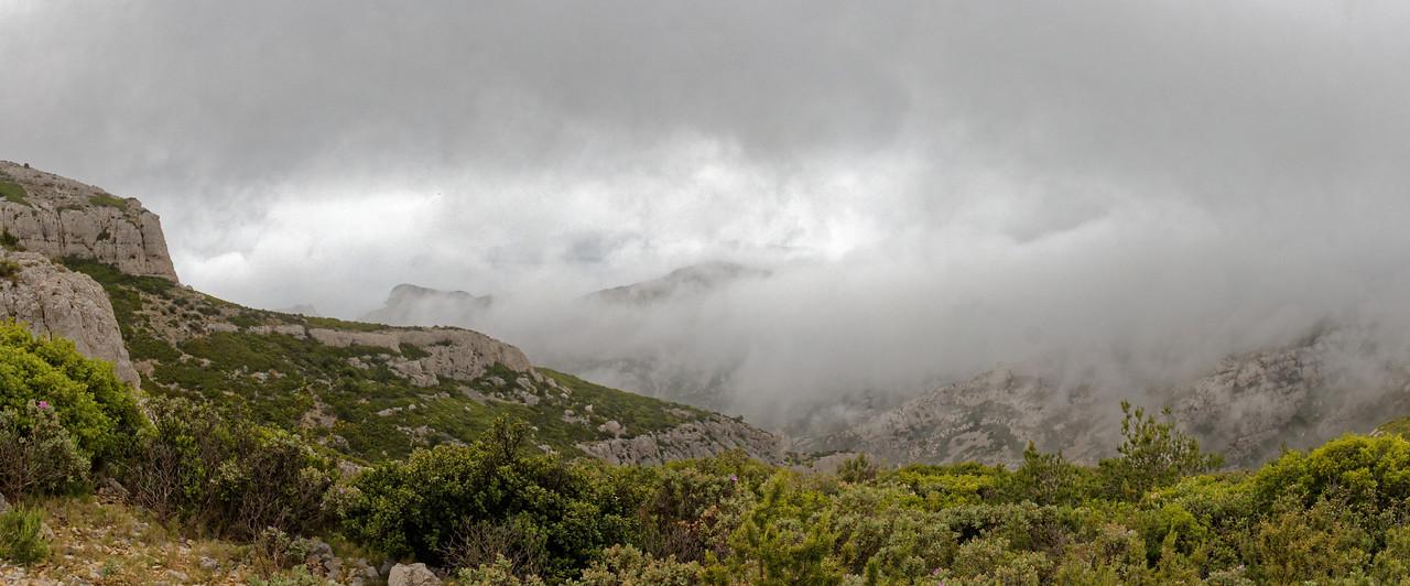 13-05 Calanques - Crête de Morgiou dans la brume de mer