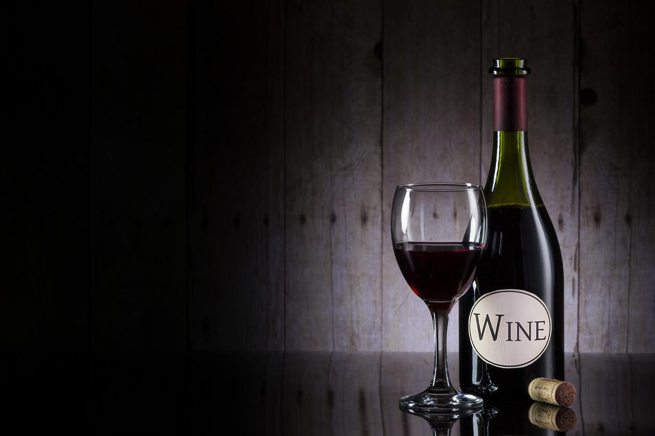 Vin rouge et bois de grange