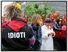 Gruppen Forsvar Christiania Initiativet arrangerede lørdag maj 22.2004 en stor demonstration fra Christiania gennem det indre København med afslutning på Christiansborg. Her er demonstranterne, med flag, skilte og bevar Christiania trøjer, på Langebro..  Foto: Torben Christensen  København ©