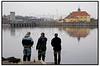 Sluseløbet ved Sjællansdsbroen, tæt ved Københavns centrum, er ved at blive et populært sted for lystfiskere, da vandet efterhånden er så rent, at det er muligt at fange både ørreder og gedder. Her har tre lystfiskere foretrukket en dag med flustangen, lang væk fra de travle indkøbsgader i centrum.  Foto: Torben Christensen  København ©