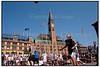 GEM3 Streetbasket på Rådhuspladsen i København lørdag august 07. 2004. Sommerens træning afsluttedes med denne store 3 - mod - 3 turnering. Foreningen GAM3 modtog sidste år København Kommunes Integrationspris. I år gennemføres GAM3 i samarbejde med lokale folkeskoler, basketball - klubber og boligkonsulenter og med støtte fra Integrationsministeriet og de forskellige kommuner. 2004:08:07 (Foto: Torben Christensen / SCANPIX 2004)  Foto: Torben Christensen  København ©