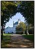 Fredensborg Slot fra bagsiden med træer i forgrunden. Foto: Torben Christensen  København ©  Ayoe Bryndis