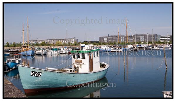 Fiskekuttere og fiskenet i havnen ved Sjællandsbroen . Foto: Torben Christensen  København ©  Ayoe Bryndis